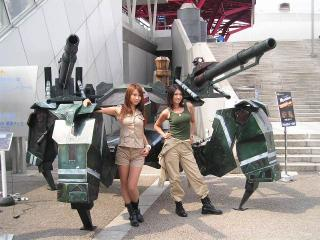 鉄鬼オブジェとコンパニオン