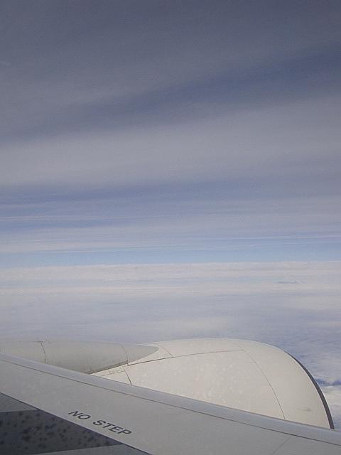 雲に浮く富士山