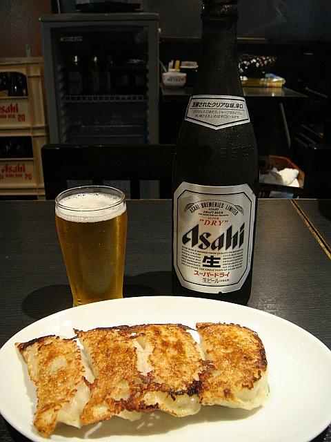ビールと餃子@大正麺業