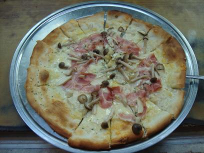 11 ベーコンきのこピザ