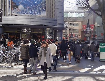 正月の繁華街-3