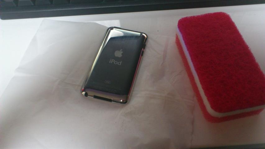 iPod touchヘアライン加工前