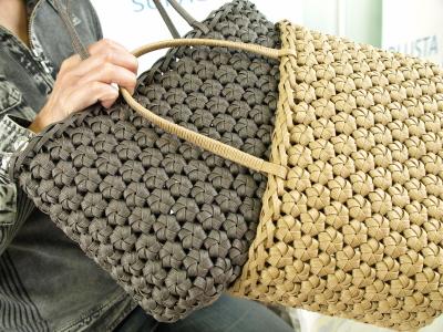 十兵衛母さん作、花結び編みクラフトバッグ