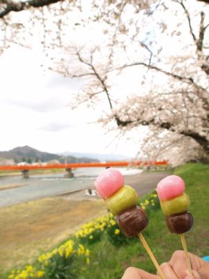 八田菓子舗(角館)の三色だんご