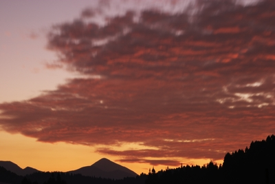 朝焼けと高千穂の峰