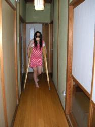 松葉杖とポニョ子