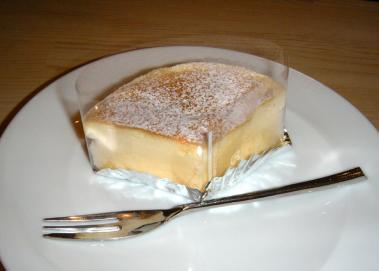 Cafe de COMUほっぺが落ちるチーズスフレ