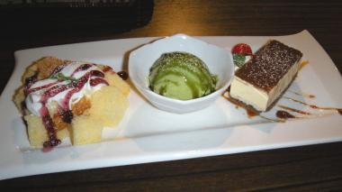 Laなら別館 絆[KIZUNA]本日のデザートケーキ(アイスクリーム添え)