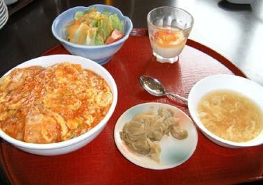 桃華楼エビチリ卵とじ丼1