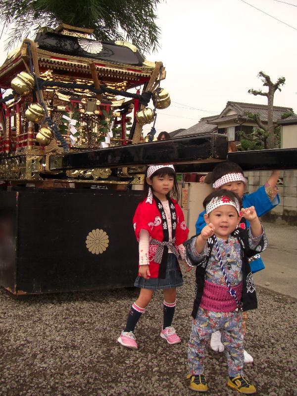 松山秋祭り みこしと子供