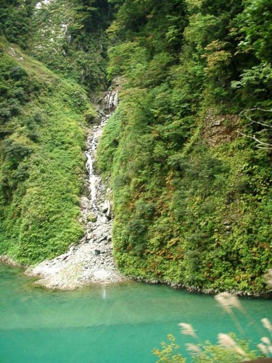 ダムと小滝