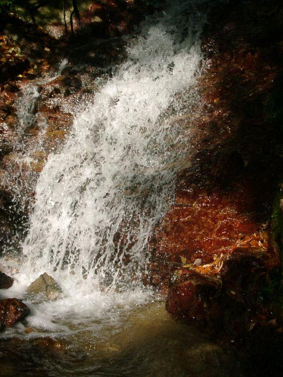 03 日射しの中の滝