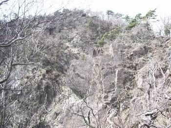 後ろ傾から本傾の岩壁13