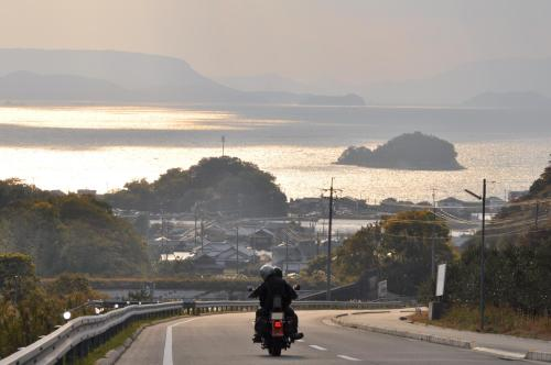 海の見える坂の風景