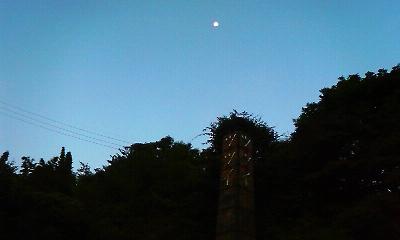 2010.08.29.05.40西の空に有明の月