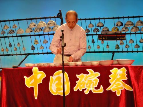 上海の碗琴奏者 巫洪宝さん