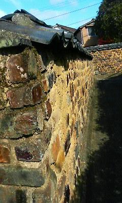 桂雲寺脇のとんばい塀(2010.11.23)