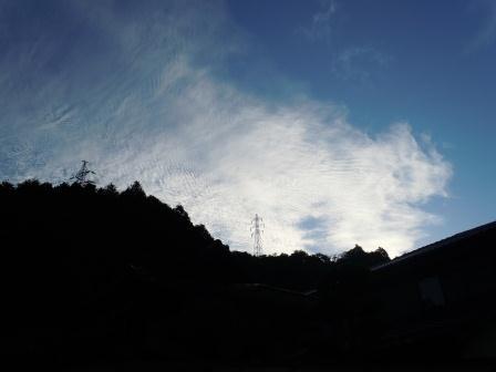 早朝の山際