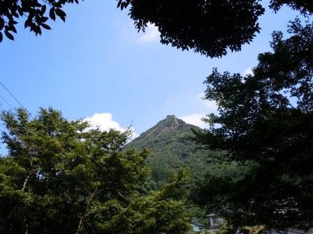 石場神社からの英山(2011-07-24)