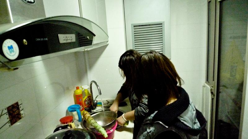 洗菜的小妹妹~辛苦#21834;。
