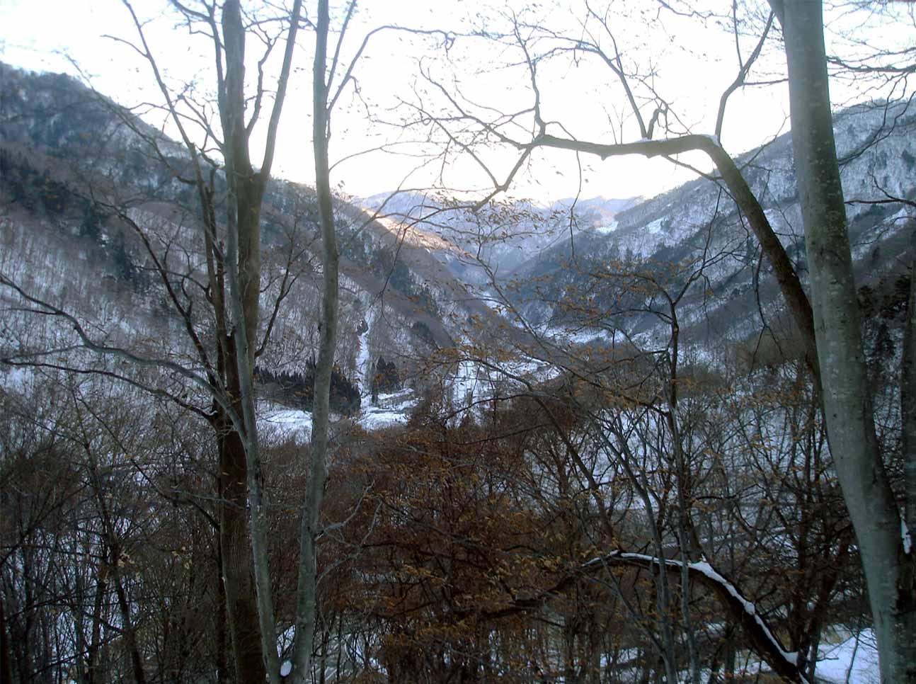 林道終盤から見る土合駅周辺