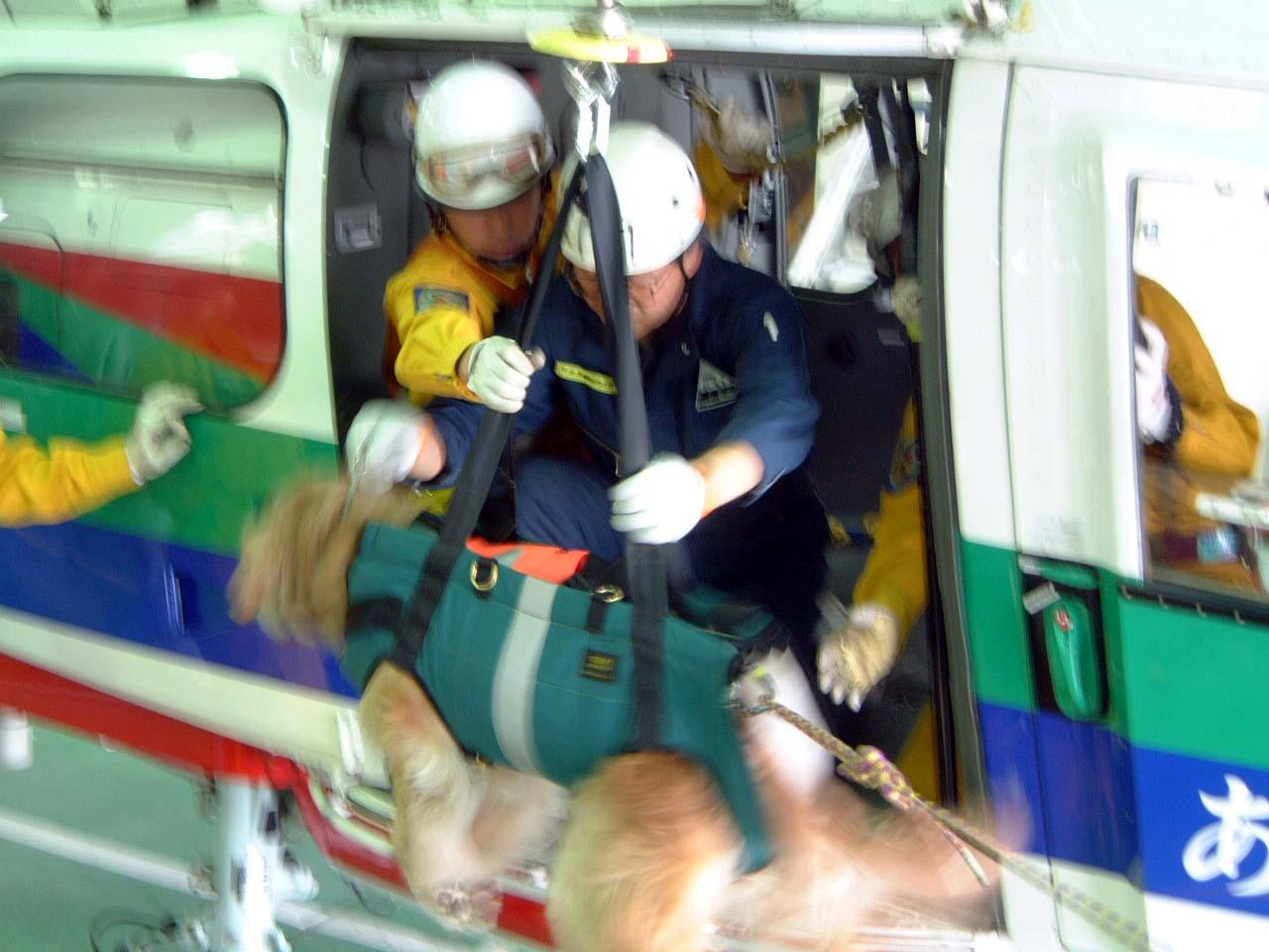 初回駐機訓練⑥ ヘリから吊り下げ