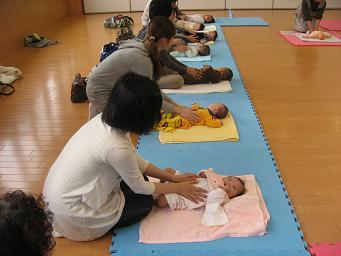 赤ちゃんマッサージ.2