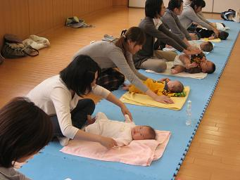 赤ちゃんマッサージ.3