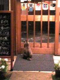 寿司屋の前で