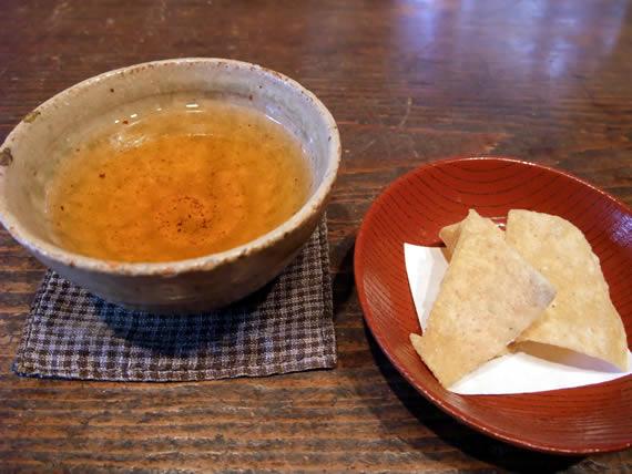 お茶と蕎麦チップ