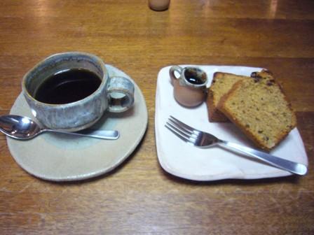 たんぽぽ珈琲とパウンドケーキ