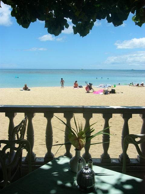 砂浜沿いのレストラン