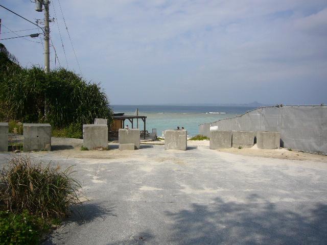 瀬底ビーチ入口