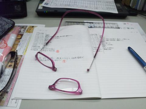 壊れたメガネ (1)