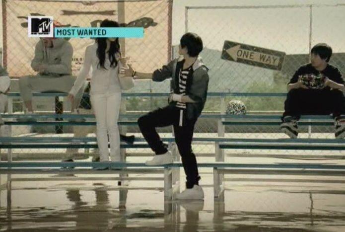 SHINee - 20091125 - MTV Most Wanted [astar].avi_001127726