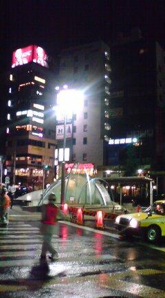 午前0時、恵比寿駅前