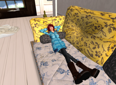 ソファーにて