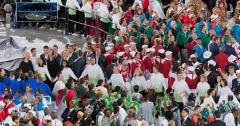 超巨大なロンドンオリンピック開会式の画像で、あの人はどこ?