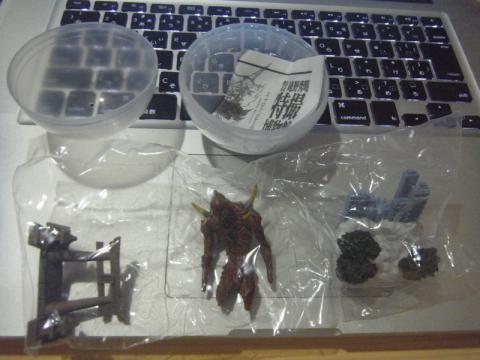 巨神兵のカプセルフィギュアの特撮的完成度!