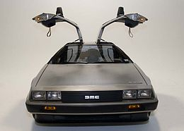 260px-DeLorean_DMC-12_with_doors_open[1]