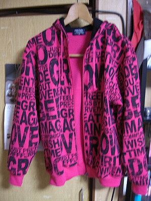 買った服。700円。31歳が選ぶ服じゃないわな・・・。