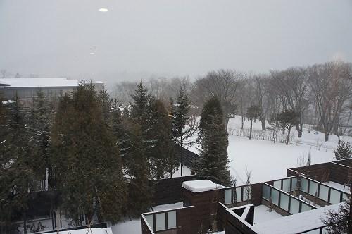 支笏湖は珍しく雪模様