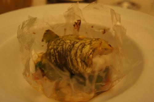 甘鯛のカルタ・ファタ包み、小松菜入り五穀米リゾット、コンソメ風味