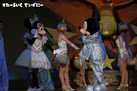 110611-mickeyminnie3.png
