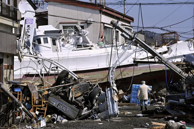 20110312_JAPAN-slide-MO5L-jumbo.jpg