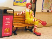 800px-Ronald_McDonald_sitting.jpg
