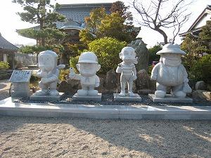 藤子キャラ石像1