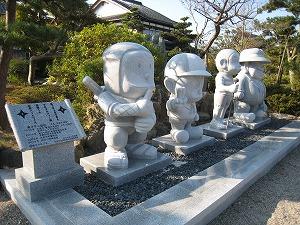 藤子キャラ石像2