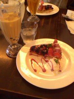 いちごのタルトとミルクティー(タピオカ入り)@CAFE MA MAISON