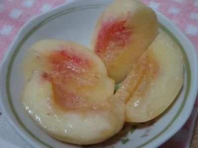 110811桃のむき方5